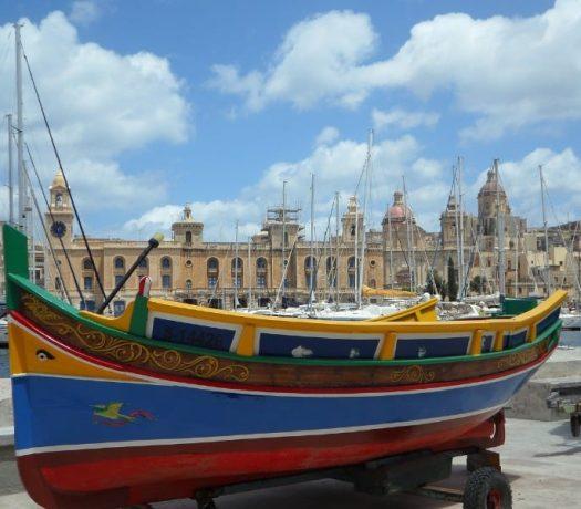 Luzzu barque traditionnelle à La Valette à Malte