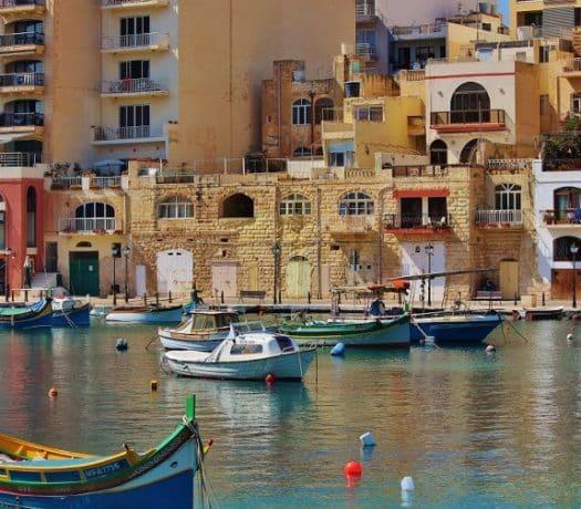 Vue sur le port à La Valette à Malte