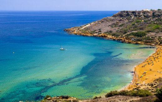 Détente sur la plage à Malte