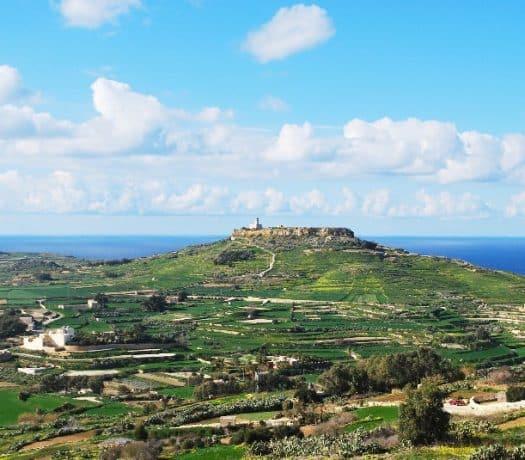 Vue panoramique sur l'île de Gozo