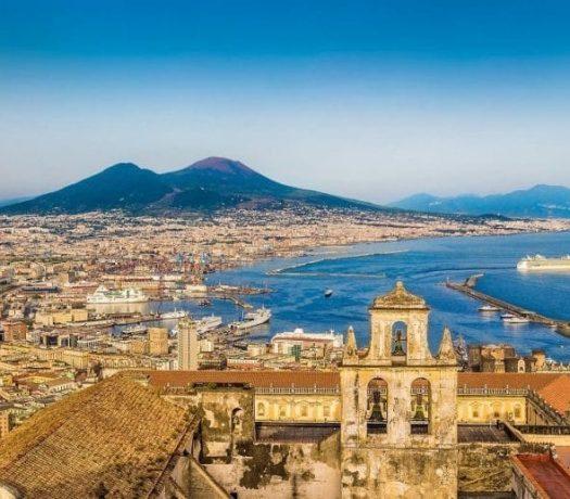 La ville de Naples et le Vésuve