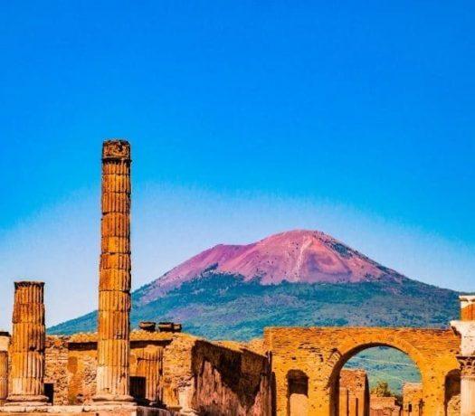 Le site antique de Pompéi et le Vésuve