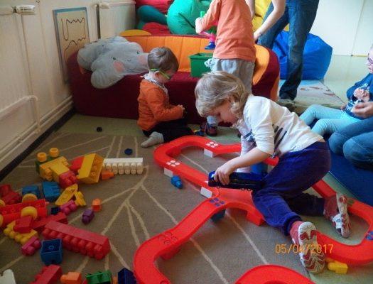 Enfant qui jouent dans une école spéciale en République Tchèque