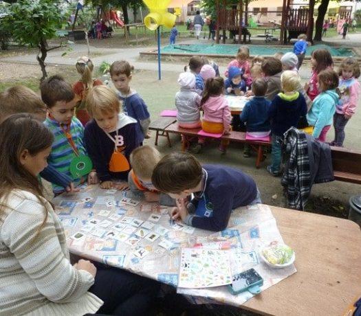 Des enfants dans une école maternelle à Budapest en Hongrie