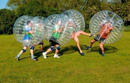 Exercice sportif du football zorb (Vilnius)