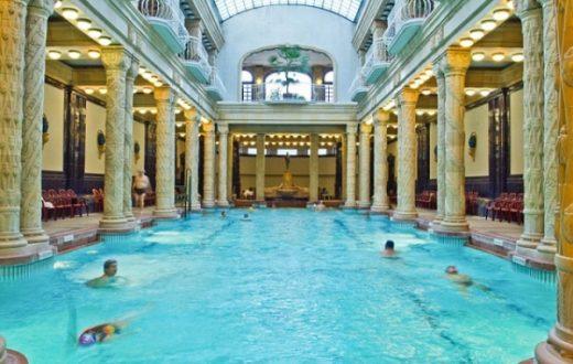 Les bains SZÉCHENYI à Budapest