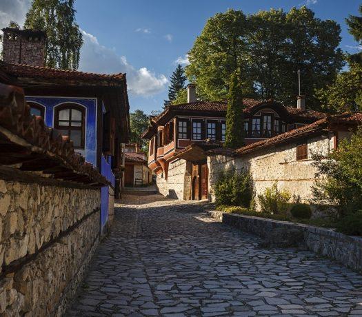 Koprivshtitsa - rue pavée dans la ville historique