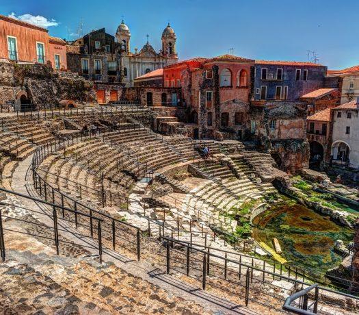 Catane, Sicile, théâtre romain construit en roche calcaire et lave