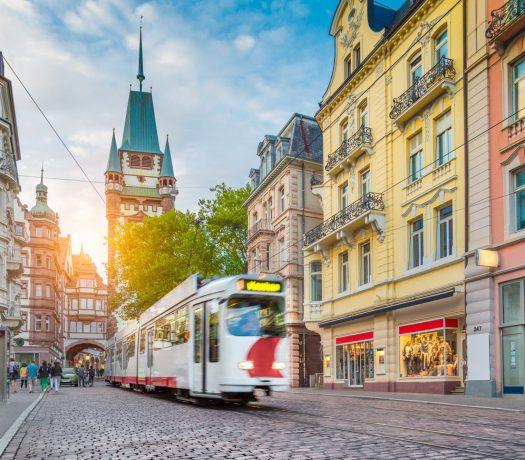 Fribourg - centre ville (tram & la porte médiévale de Martinstor)
